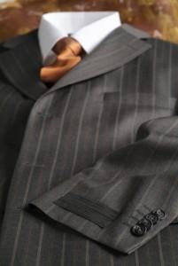Krawatte, Hemd und Anzug müssen zueinander passen - Hilfe erhalten Sie vom Krawatten-Berater auf ALBERT KREUZ  © istockphoto