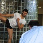 Funktionsunterhemd-Business in Aktion. Vermutlich erstmalig im Einsatz bei Karate Übungen.