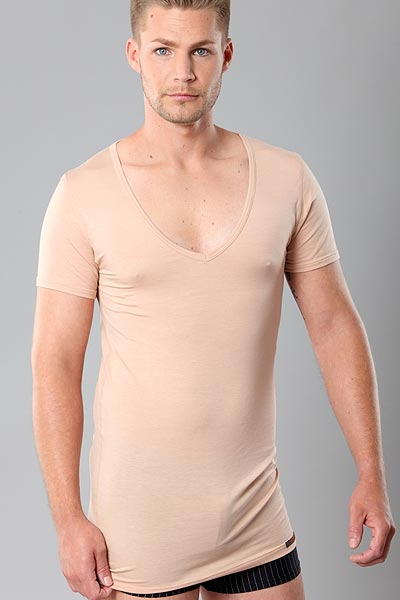 Deep-V-Neck Herren Unterhemd in Hautfarbe Stuttgart light