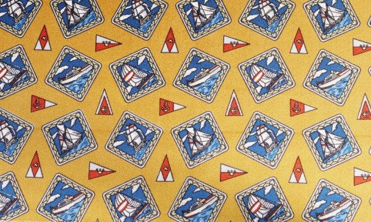 Plastron Rot, Gelb, Gold, Blau - Karos, Dessin 200111